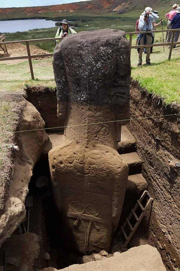 easter-island-statue-bodies-21