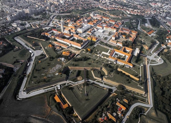19. Alba Iulia citadel Alba Iulia is a great Vauban fortification. It was the capital of Transylvania between 1541 and 1690. In the first part of the 18th century Alba Iulia became one of the best defended citadels of the region.
