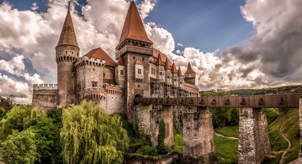 © Ovidiu Grijulescu Corvin Castle.