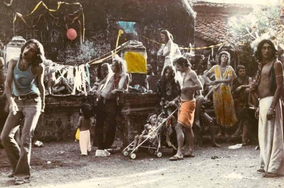 The first Flea Market, Anjuna, Goa, 1970s (Photo by Jacques Lasry).