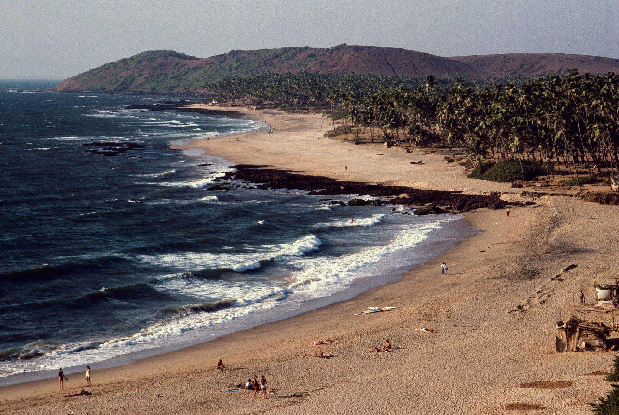 Anjuna Beach, Goa, 1976 (Photo by Michel Hilzinger).