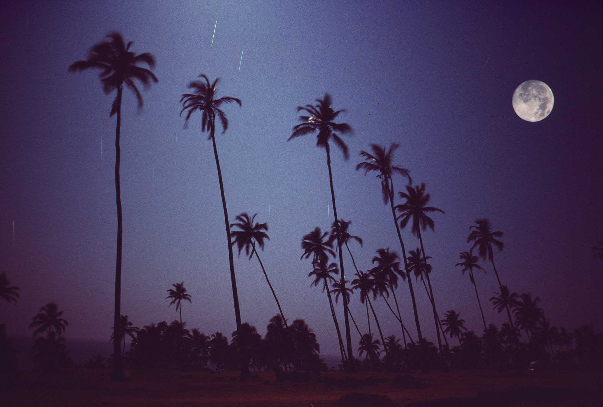 Full moon on Vagator, Goa, 1976 (Photo by Michel Hilzinger).