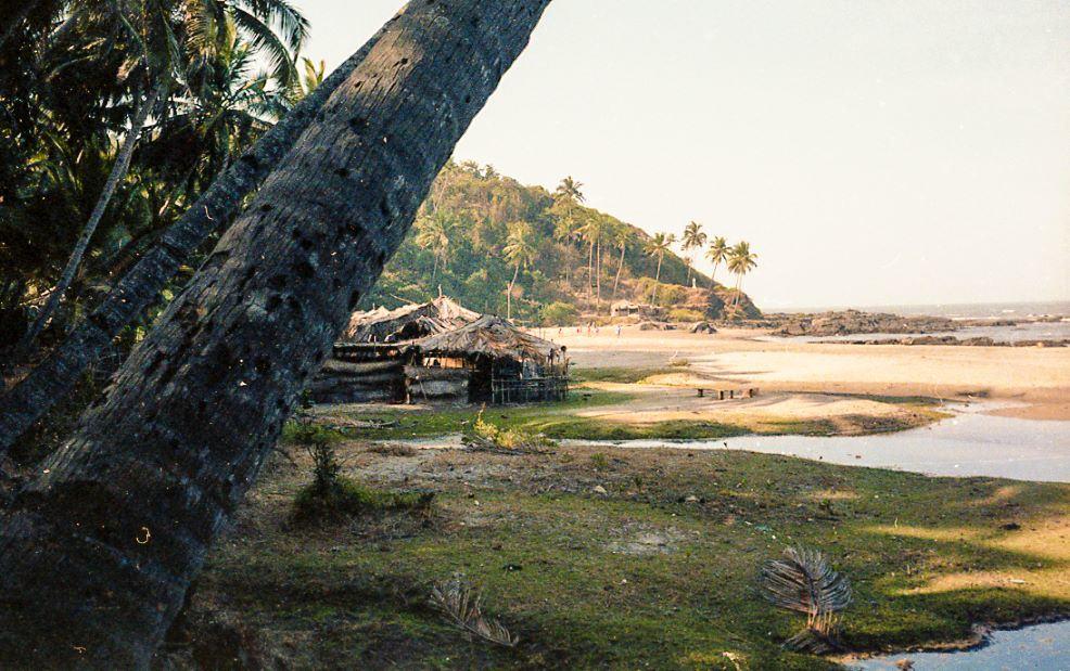 Little Vagator, Goa, 1980 (Photo by Jon Tizi).