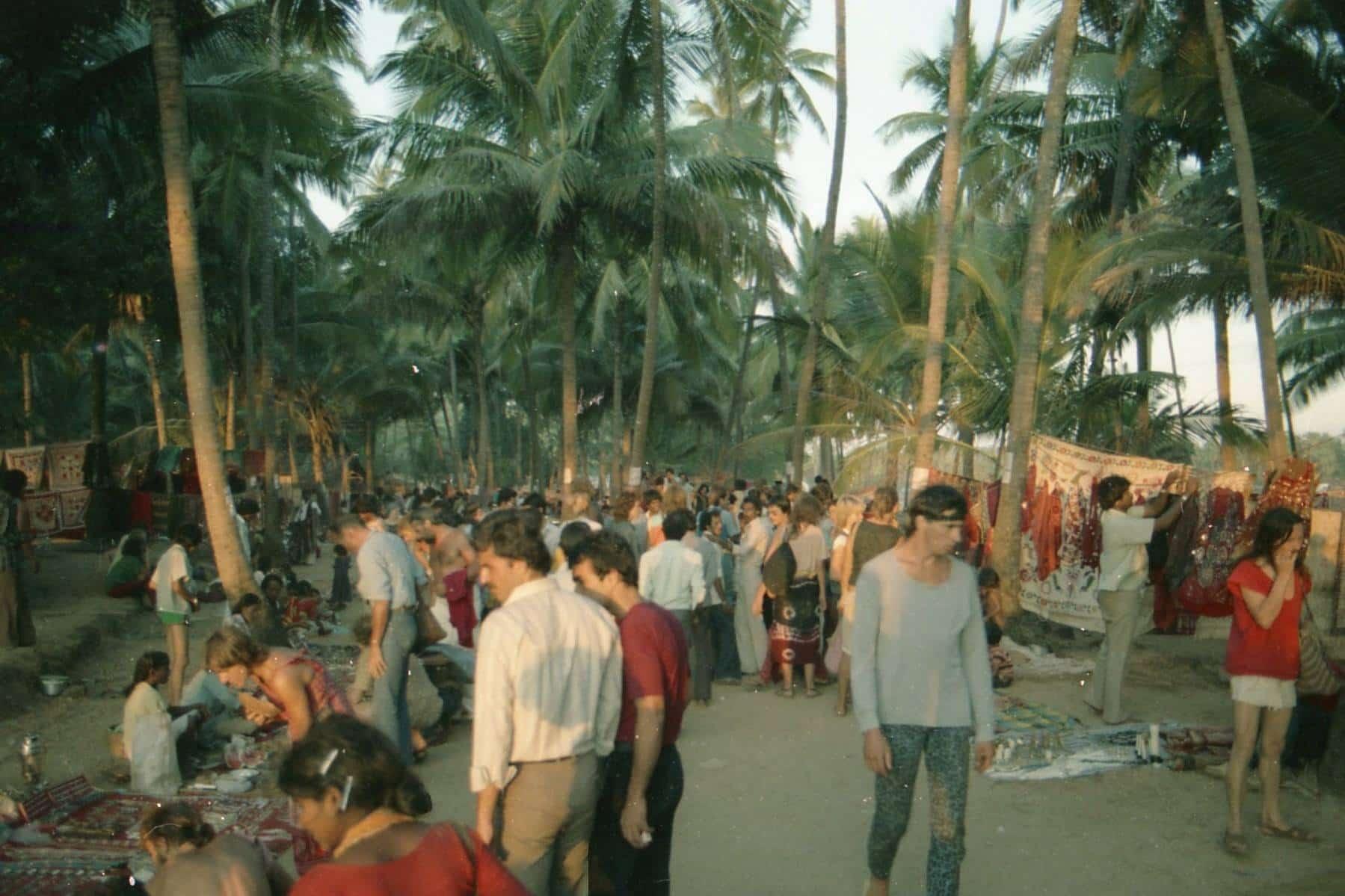 Flea market, Anjuna, Goa, 1982 (Photo by Piers Ciappara).