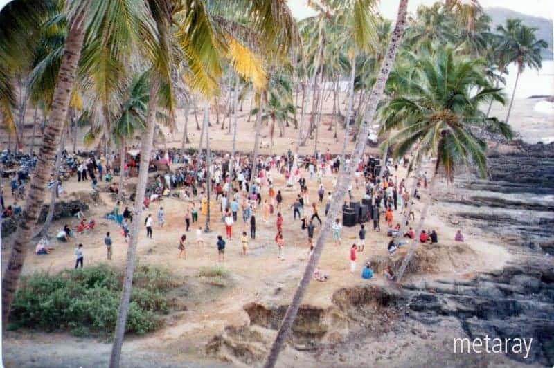 Party on the front of Disco Valley, Vagator, Goa, 1988 (Photo by Ray Castle).