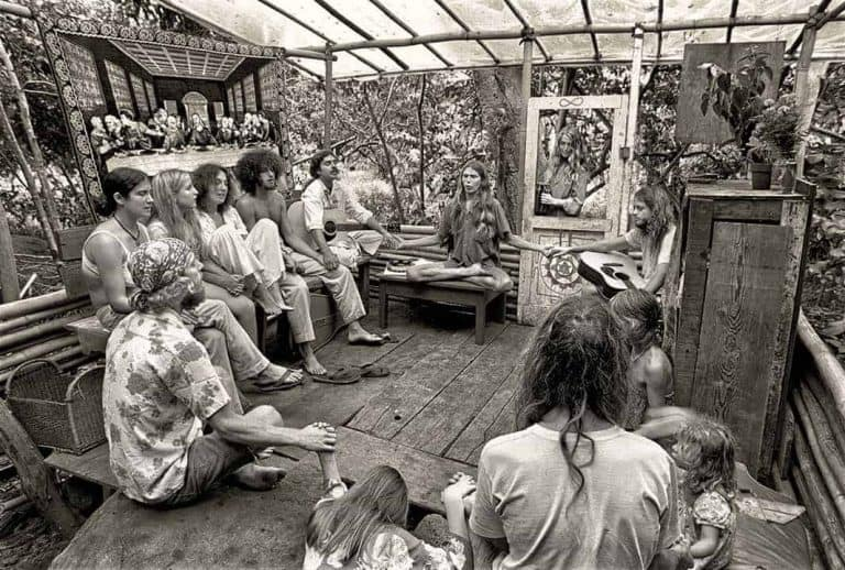 Taylor Camp – 1969 Hippie tree house village in Hawaii NSFW