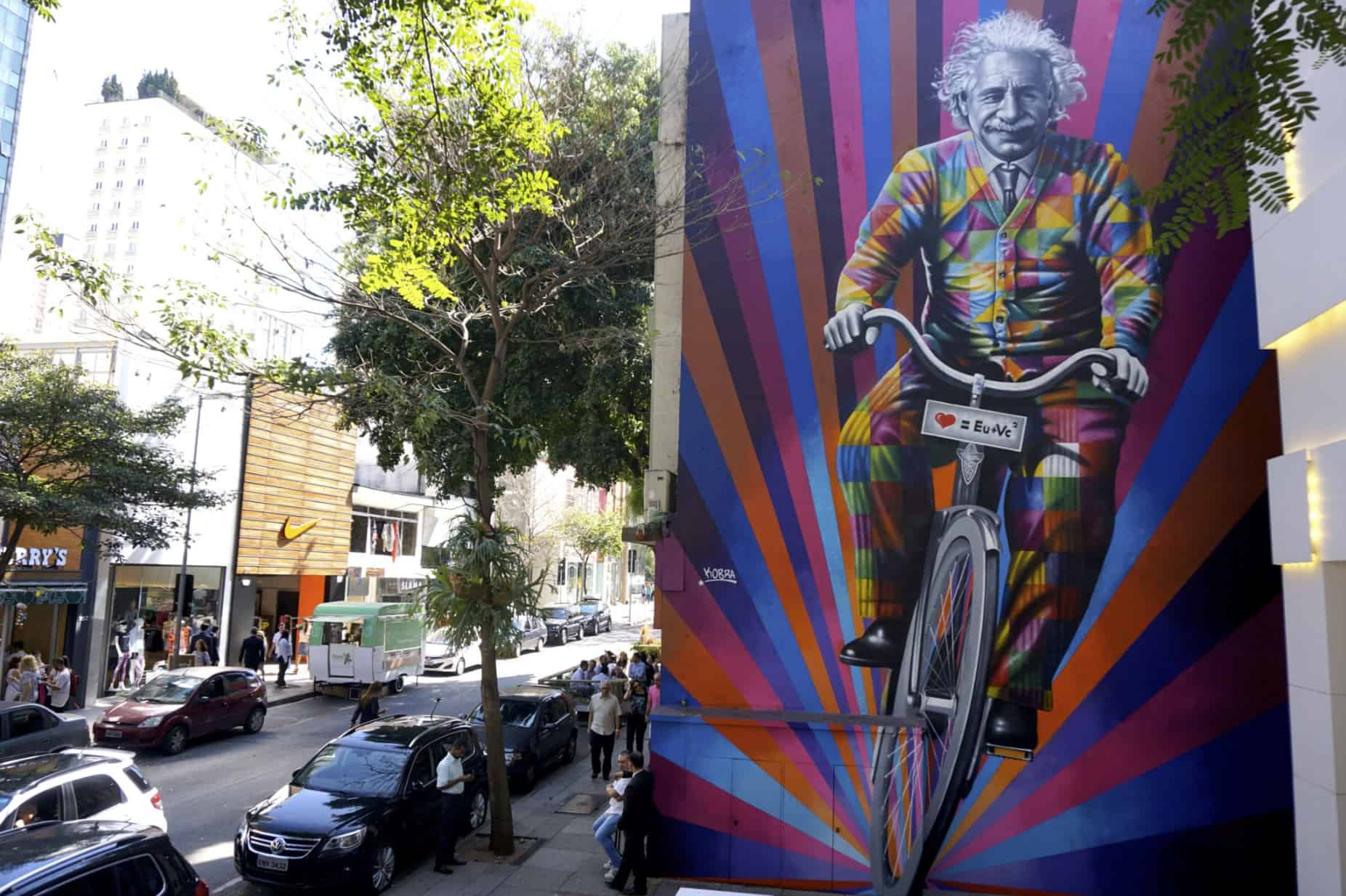 Genial Riding Bike SAO PAULO Brazil - art by Eduardo Kobra